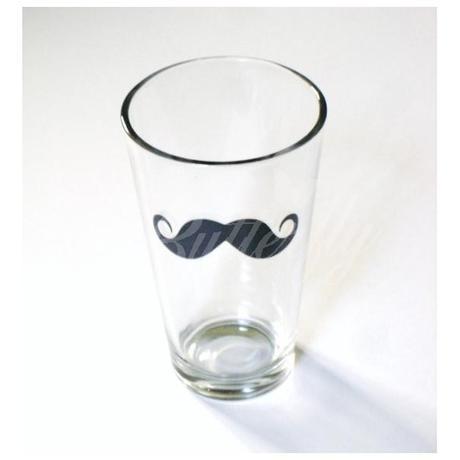 Pivový pohár s fúzmi,