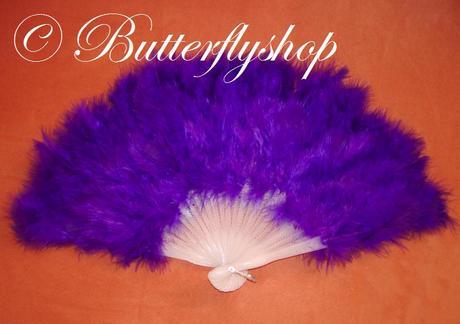 Purpurový vejár z pštrosieho peria,