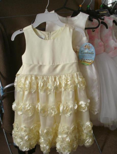 Žlté kvetovaný šaty, 110