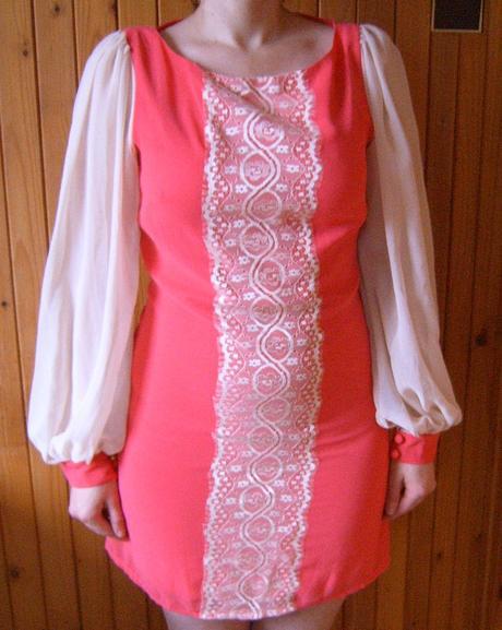 Korálovokrémové šaty, 38
