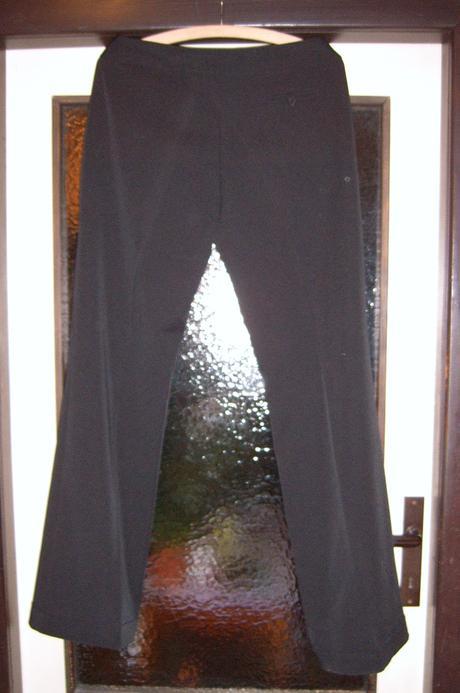 Společenské černé kalhoty, 40