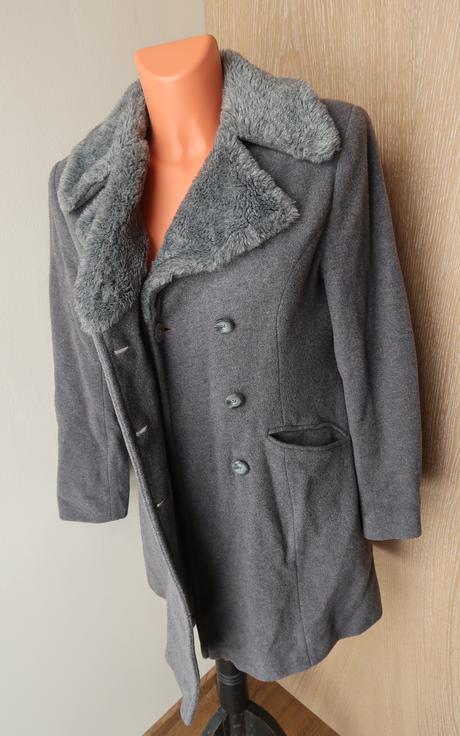 Vlněný kabátek s kožešinou, 36