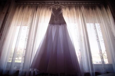 Nádherné svadobné šaty ručne vyšívané koralkami, 38
