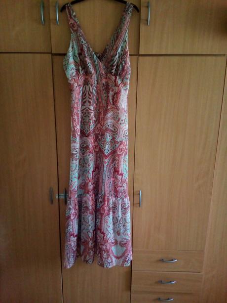 Dlouhé šaty, 42