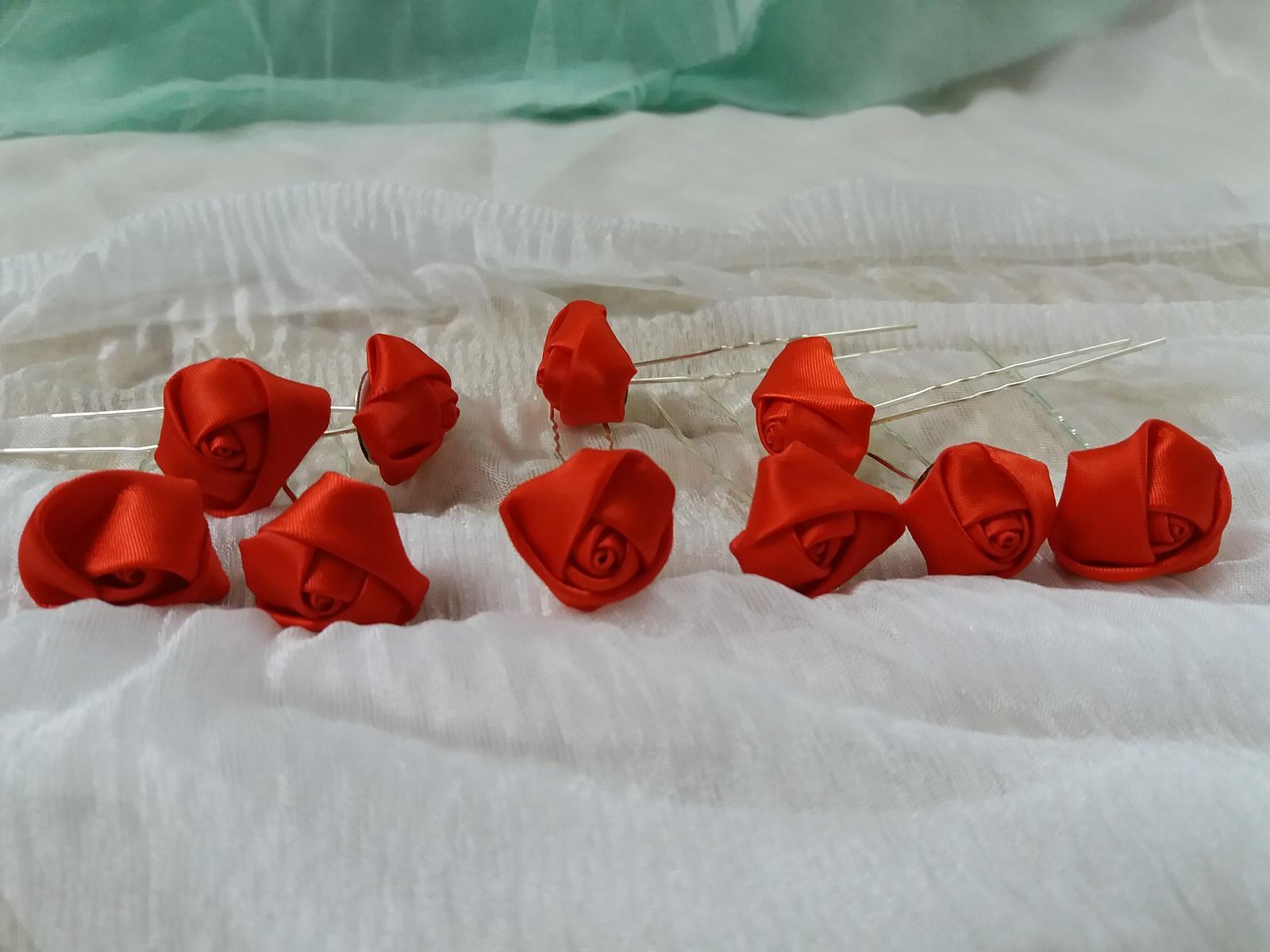 Pinetka do vlasů textil růže červená 0ee9d39be0