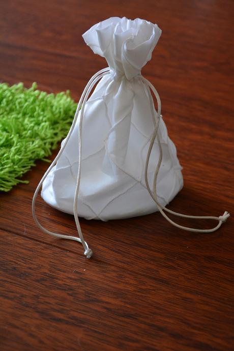kabelka pompadůrka pro nevěstu,