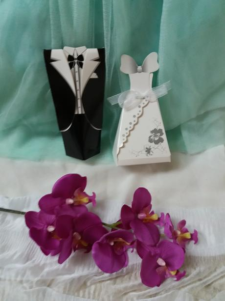 Ženich a nevěsta z papíru,
