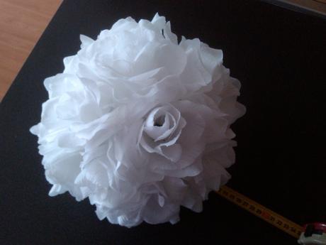 Koule z textilních růží s přísavkami,