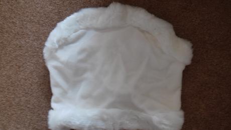 Sněhově bílá pelerina,