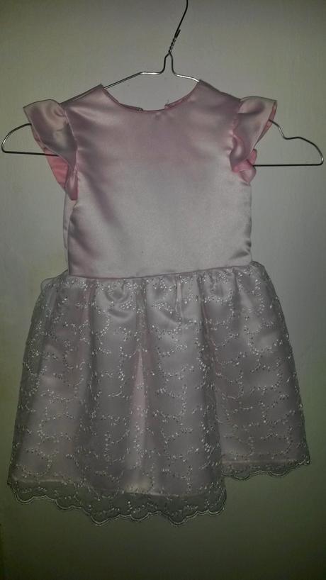 Světle růžové šaty pro družičku, 86