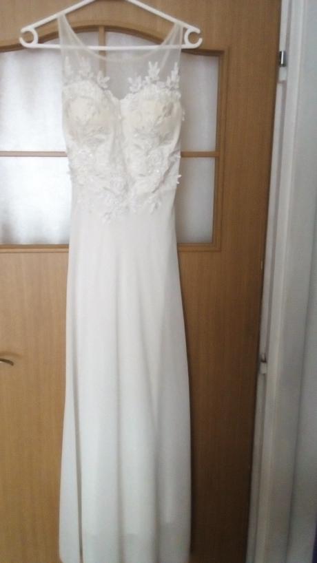 Dlhé biele spoločenské šaty, 36