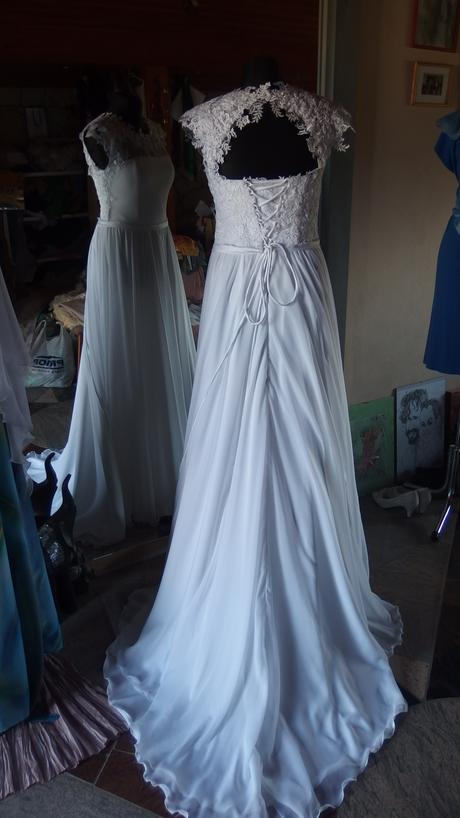 Bílé svatební šaty, 40
