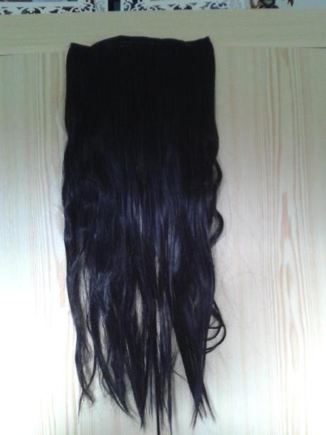 Černý umělý vlasový příčesek,