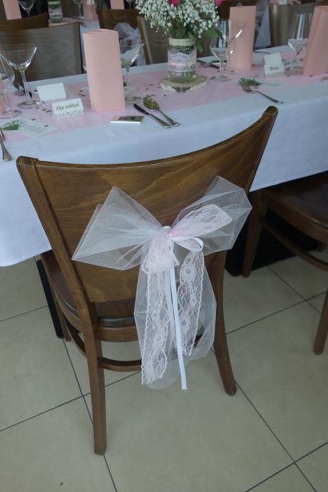 Svatební mašle na židli,