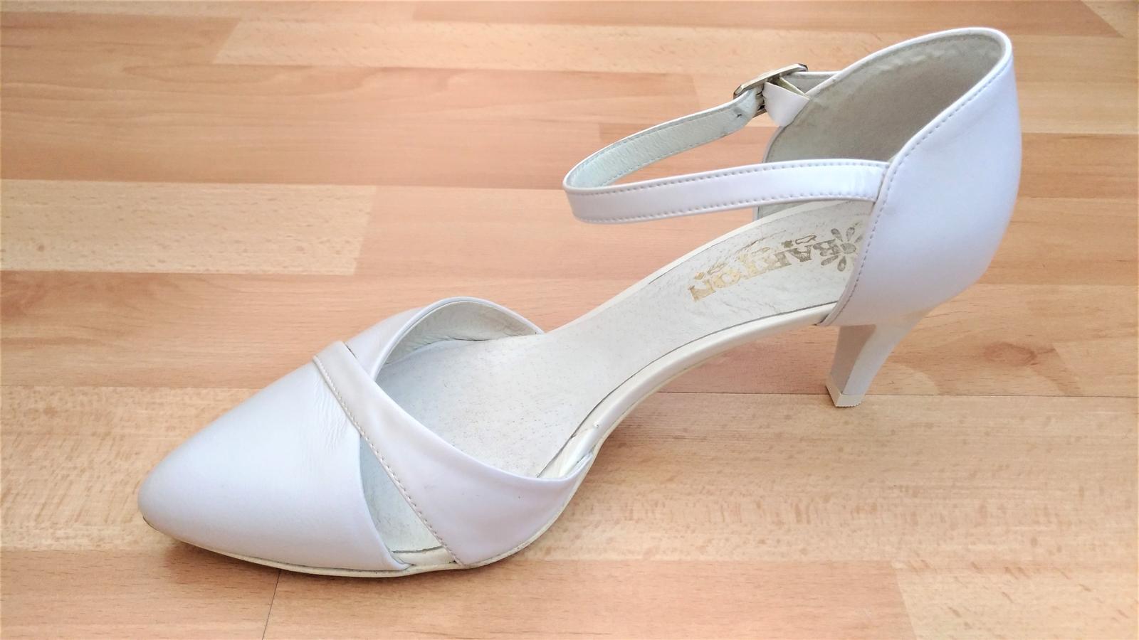 Bílé pohodlné kožené svatební lodičky brno   zlín e5418d5dfe