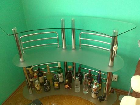 Sklenený bar,