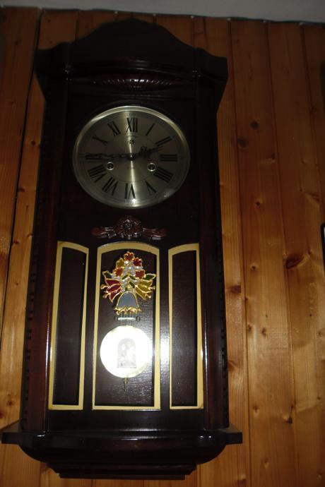 drevenné hodiny,