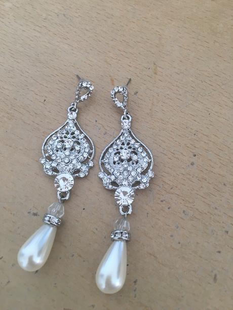 Naúšnice s perlou,