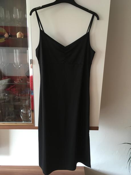 Černé šaty, L