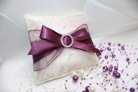 Svatební polštářek pod prstýnky,