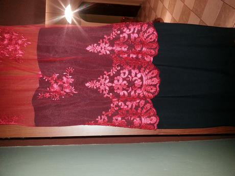 Krajkove šaty, 36