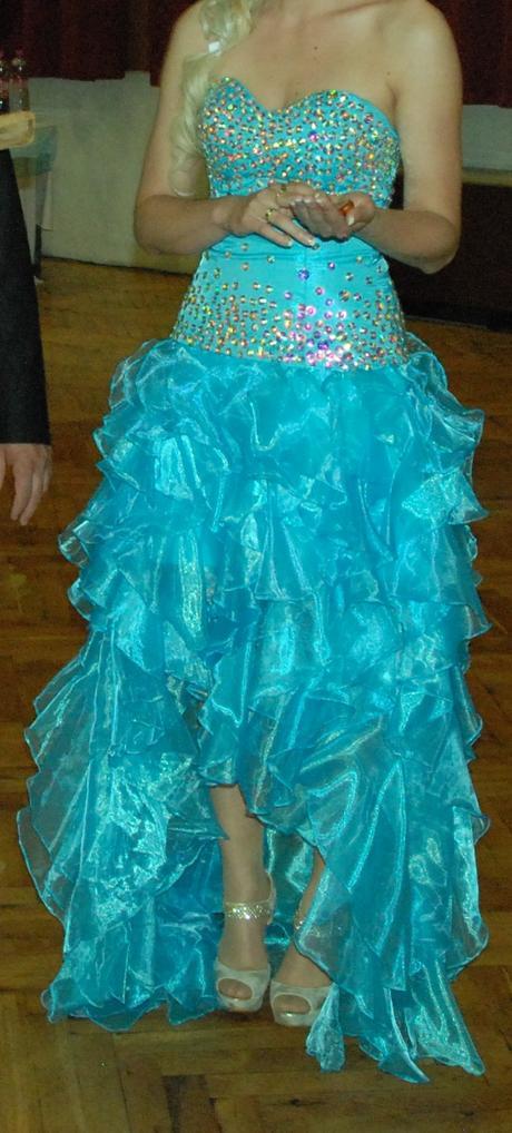 nádherné spoločenské šaty, 36