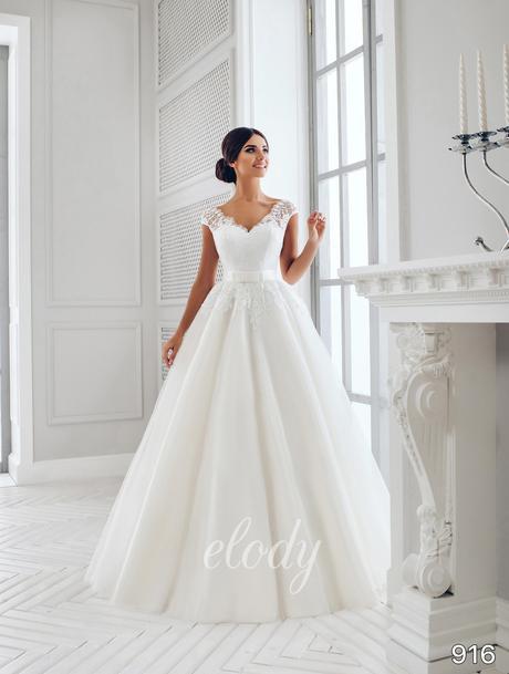 Princeznovské šaty s krajkou, 40