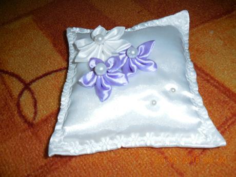 Polštářek na svatební prstýnky v barvě bíla - lila,