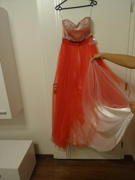 Dlhé červené šaty , 38