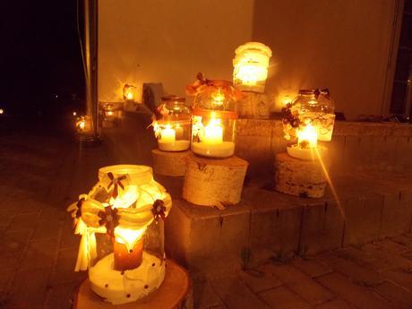 Zdobené lahve, svícny ,