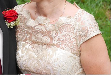 Krátké svatební krajkové šaty, 38