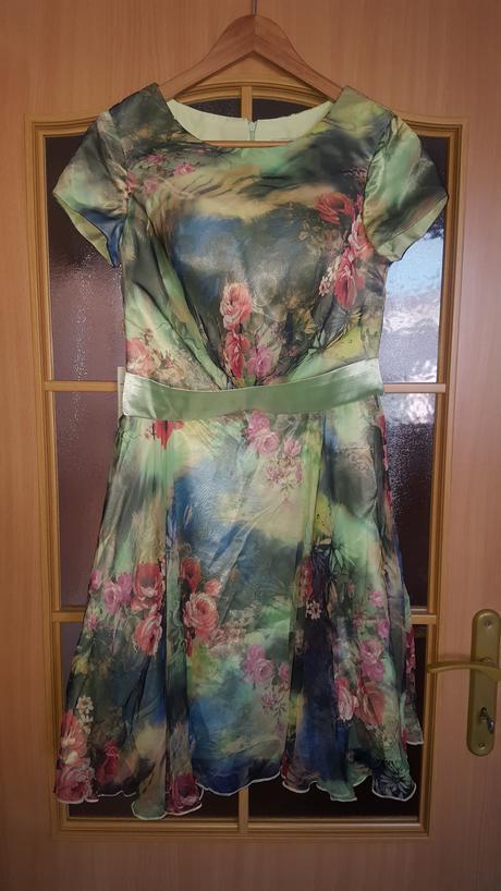 Krátke letné šaty , 38
