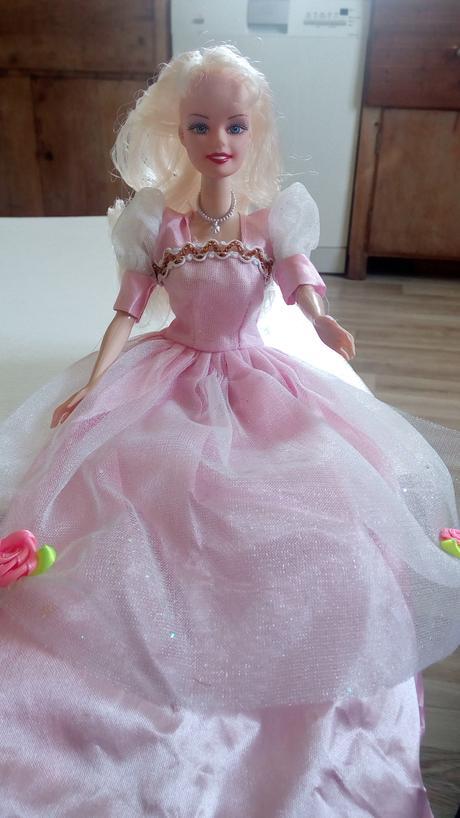 Panenka na auto nevěsty, v růžovém,