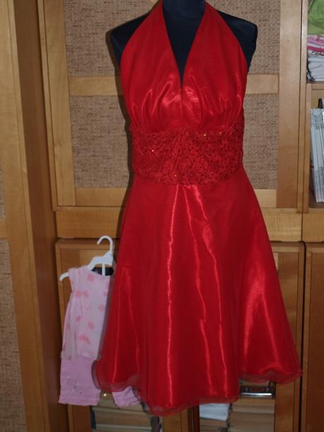 Červené šaty so šatkou do vlasov, 40