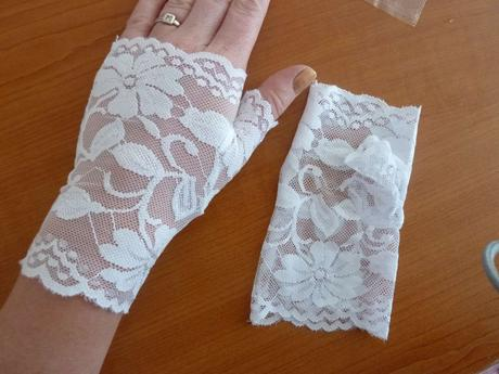 čipkované bezpalcové rukavičky,