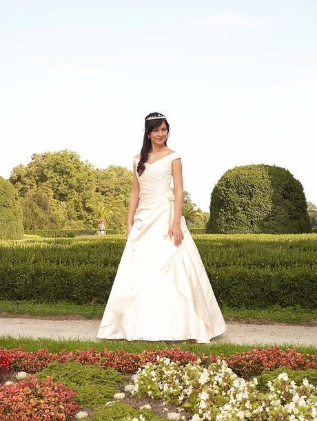 snehobiele svadobné šaty, 44