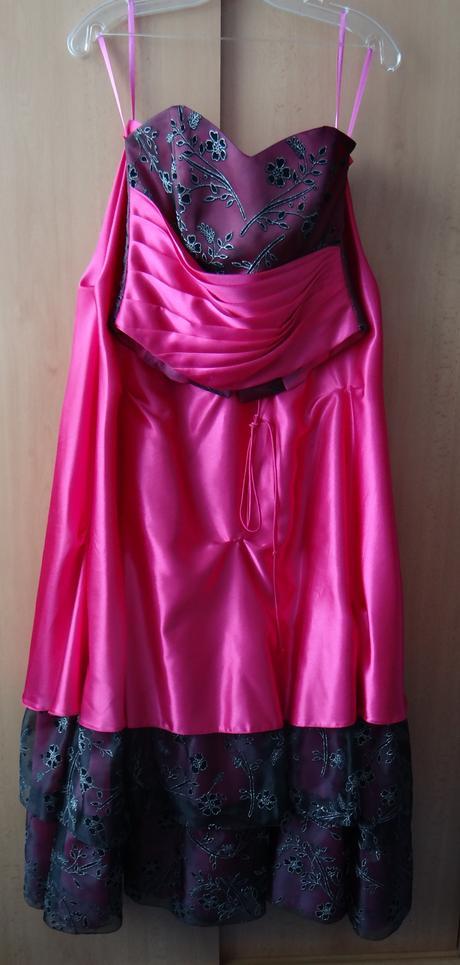 Dlhé cyklamenové šaty , 38