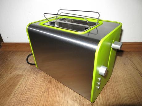 Nepouzivany toastovac limetkovej farby,