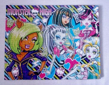Puzzle Monster High poskladané, zlepené,