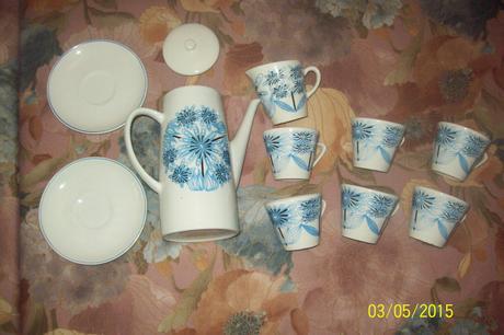 Čajník,6 šáločiek a džbánik na mlieko,