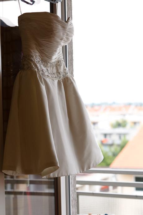 Štýlové krátke svadobné šaty, 38