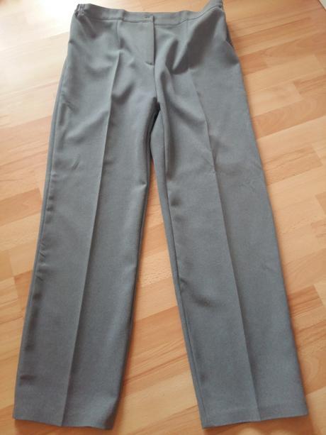 nohavicovy kostym, 48