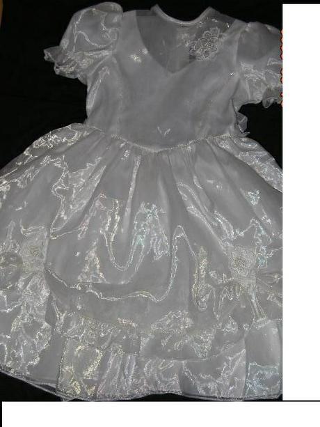54bdb8606110 Predám biele slávnostné šaty pre družičku 6-7 r.