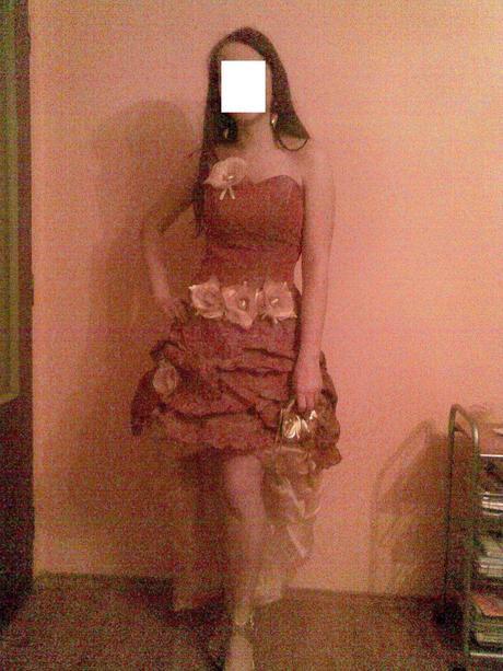 Spoločenské šaty meňavej farby, vpredu krátke, 38