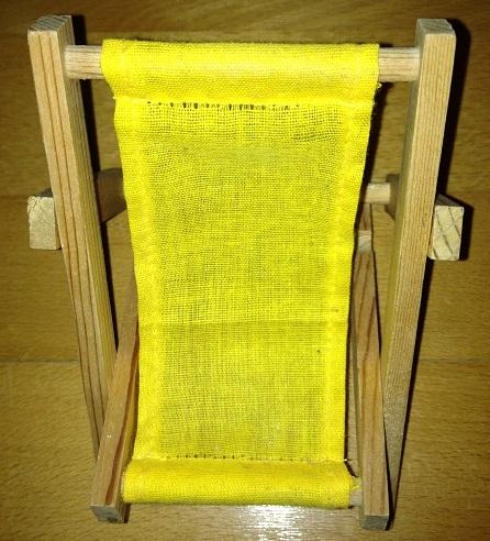 Drevená mini stolička,