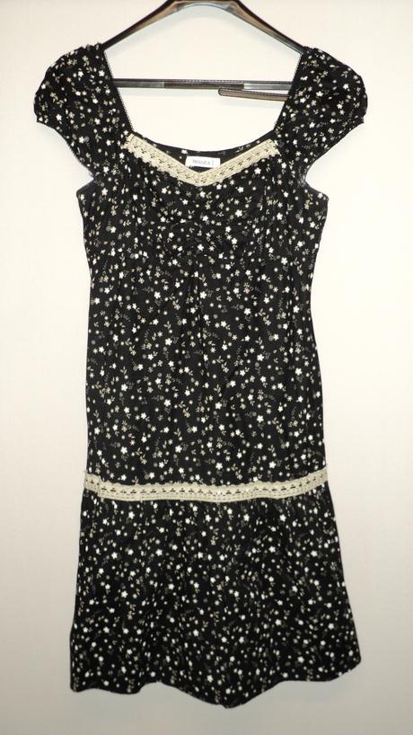 Kvietkované šaty, 40