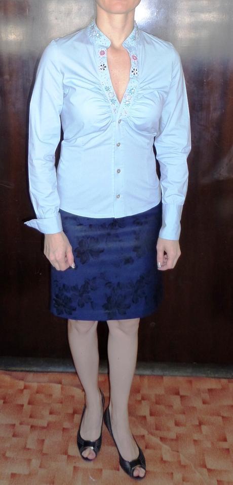 Zajímavá a slušivá košile se stojáčkem a zdobením, 36