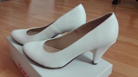 Bílé lodičky pro nevěstu, 38