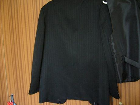 oblek s vestou + motylik, 48