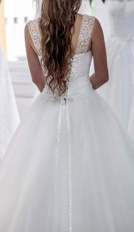 Nadherne svadobne saty, 36
